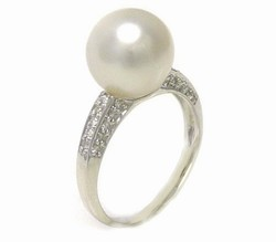 South Sea Pearl Ring Bypass Style